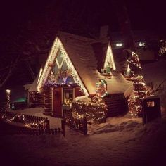 Winter cabin x - Modern and Vintage Cabin Decorating Ideas, Small Cabin Designs, Cabins Interior and Decor Inspiration Christmas Lodge, Christmas Post, Merry Christmas To All, Christmas Carol, All Things Christmas, Winter Christmas, Christmas Images, Christmas Wishes, Winter Holidays