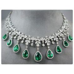 A Emerald Necklace the elegant and prestigious emerald drop diamond necklace ffxvmag - Jewelry Amor Diamond Necklace Set, Emerald Necklace, Emerald Jewelry, Diamond Jewelry, Dimond Necklace, Pearl Earrings, Diamond Bracelets, Schmuck Design, Pandora Jewelry