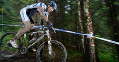 Jordan Sarrou est concentré vers la victoire avec la socquette BikeSocks ©Universalbikeracing.com – Julien BARETY