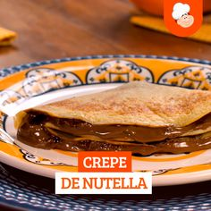 - Crepe de nutella Nutella crepe is super simple to make and kills that sweetie craving anytime of the day! Crepe Recipes, Fun Easy Recipes, Sweet Recipes, Snack Recipes, Cooking Recipes, Nutella Crepes, Food Tasting, Snacks, Food Videos