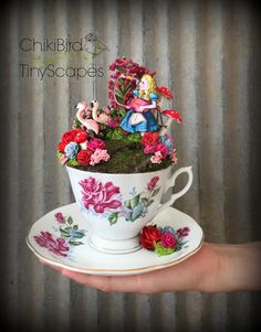 Alice im Wunderland Cup Teegarten, Fairy Teetasse Flamingo Krocket, Mad Tea-Party-Ort Marker, Blumenschmuck, Diorama, Cake Topper