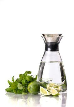 En la dieta detox es importante tomar un vaso con agua y el jugo de 1 limón en el momento de despertarse. Despues se puede hacer un licuado de desayuno.