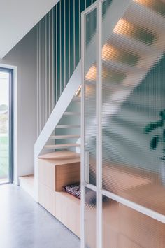 Minimal white stairs designed by studio Boîte, in collaboration with Rooom architecten. Staircase Handrail, Staircase Design, Architecture Details, Interior Architecture, White Stairs, House Stairs, Stairs In Living Room, Interior Stairs, Interior Decorating