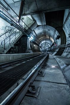 Northern Loop Stairwell  by skrezy