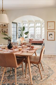 Stylish 46 Elegant Dining Room Design Ideas That Will Amaze You. Oak Dining Table, Dining Chairs, Modern Dining Table, Elegant Dining, Extendable Dining Table, Lounge Chairs, Small Dining Tables, Side Tables, Dining Room Tables