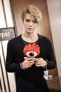 [VIDEO+HQ PICS] 131030 Kim Jaejoong's Exclusive Interview for SINA « JYJ3