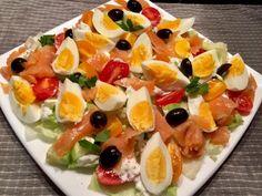 Sałatka nicejska z wędzonym łososiem - Blog z apetytem