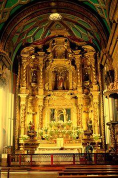 Altar mayor de la iglesia de El Sagrario - Quito.
