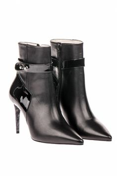 Botim de salto alto // High-heeled ankle boots