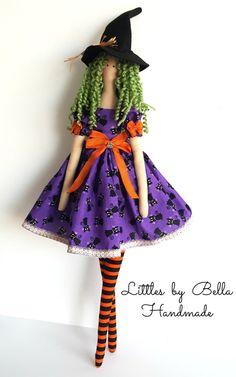 Listo para enviar - estilo único!!!!  Aquí es una muñeca hermosa bruja, para decoración, fiesta de halloween o cualquier lugar especial que usted quiere tener... Ella utiliza los colores naranja, morado y negro. y una escoba a mano hermoso... eso es hace encantador... ella también lleva un sombrero de fieltro y el pelo con hilado verde suave.  Las muñecas son encantadores detalles de llevar a tu casa gran armonía y felicidad. Se ven hermoso sentarse en la ventana de muebles o algún lugar…