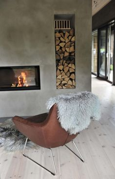Kamin-Raumteiler Kamin-Raumteiler inspired by the project: Robust and stylish. Exclusive photos and the story. Modern Fireplace, Living Room With Fireplace, Fireplace Design, Living Room Decor, Tan Sofa, Butterfly Chair, Interior Exterior, Interior Design Living Room, Interior Styling