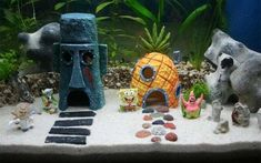 Who lives in a pineapple-shaped Spongebob aquarium ornament? Your goldfish, that's who. Give your aquarium the same flair as Bikini Bottom with a new residence for your fishy friend. Make it extra dorky by adding in a mini-Spongebob or Patrick. Diy Aquarium, Aquarium Design, Aquarium Axolotl, Aquarium Fish Tank, Spongebob Fish Tank, Spongebob House, Aquarium Original, Conception Aquarium, Fish Tank Themes