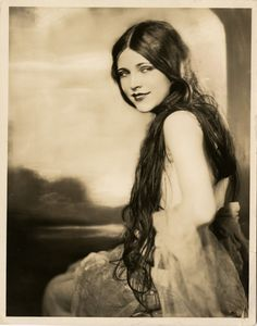 1923 SHOWGIRL PHOTOGRAPH G MAILLARD KESSLERE LOTA CHEEK EARL CARROLL VANITIES NR