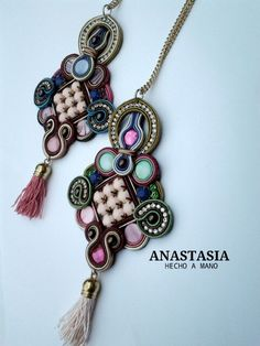 COLLAR COLGANTE DE SOUTACHE