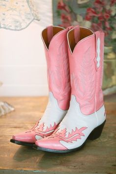 pink wedding boots // photo by LukeAndCat.com Pink Boots, Pink Cowgirl Boots, Cowgirl Style, Western Boots, Cowboy Boots, Cowgirl Skirt, Cowgirl Chic, Western Style, Western Wear