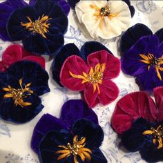 Sewing sewing sewing velvet goodness today so that lots of beautiful hair accessories can be ready to order for Christmas gifts ❤️ #rosieredaccessories #flowerqueen #velvet #handmade #pansy #hairclips #gifts #presentideas #didimentionchristmas?!