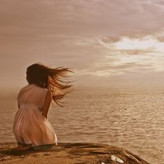 O mar olhar, o mar me ver. O mar sentir, o mar me ter. O mar pertencer. nele ser. Nele viver... A ele morrer.... Maruja