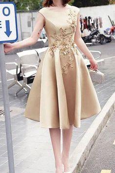 2017 Homecoming Vestidos Una línea Scoop Satén con Applique Lace Up