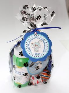 Paw print treat bags #dogs #puppies #party