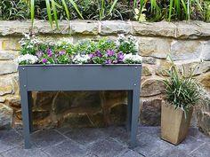 Hos Willab Garden hittar du Nordens bredaste utbud av uterum, fristående uterum, Attefallshus, växthus och tillbehör. Ska du bygga uterum har vi allt från grund, limträ, skjutdörrar, skjutfönster till isolertak och takavvattning - dessutom praktiska tillbehör som lamellgardiner, flugfönster etc. Köper du ett växthus eller lusthus, kan du komplettera med bevattning, fönsteröppnare, hyllor och annat som behövs för odlingen.