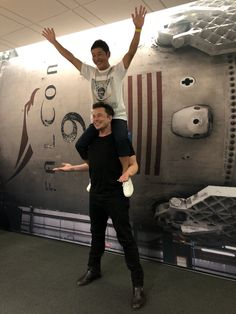 SpaceX named first tourist for its 2023 lunar mission Spacex Rocket, Nasa Spacex, Foto Doctor, Elon Musk Tesla, Nostalgic Pictures, Moon Missions, American Freedom, Science, Daily Funny