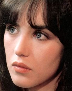 The Universal Man Isabelle Adjani, Beautiful French Women, Beautiful People, French Beauty, Classic Beauty, Celebrity Twins, Star Francaise, Best Actress Award, Young Actresses