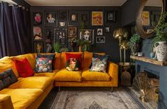 The Nordroom - Black walls and pink sofa in a cozy eclectic home in Sheffield Living Room Designs, Living Room Decor, 1960s Living Room, Bohemian Living Rooms, Green Velvet Sofa, Pink Sofa, Yellow Couch, Casa Retro, Vintage Apartment