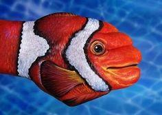 #illusion hand fish!!