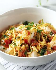 Linguine with Fish. Fish Recipes, Pasta Recipes, Cooking Recipes, I Love Food, Good Food, Healthy Cooking, Healthy Recipes, Linguine, Happy Foods