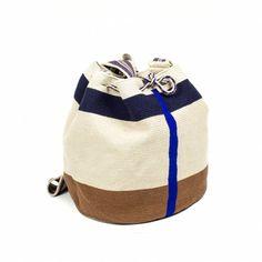 ESPIGUETTE - Beige & Azul Beige, Bucket Bag, Pouch, Purses, Inspiration, Accessories, Vegan, Model, Toco Toucan