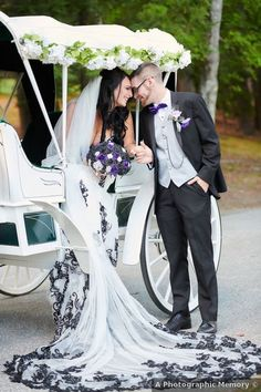 Couple photography sitting in white carriage, romantic photography inspiration