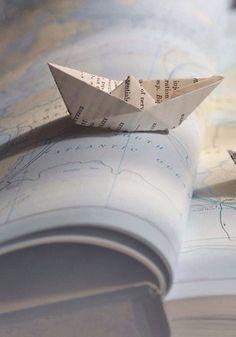 Variation autour du bateau en papier : Tampon et gomme, photos personnelles Bateau en papier via Estacion Tic