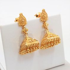 How To Clean Gold Jewelry With Baking Soda Simple Earrings, Gold Earrings, Clean Gold Jewelry, Gold Jewellery, Pakistani Bridal Couture, How To Clean Gold, Indian Jewelry, Solid Gold, Ear Rings