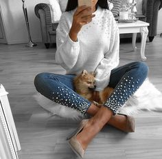 The most universal thing in every woman's wardrobe is jeans. And most of these jeans undergo new changes every season. Diy Jeans, Denim Fashion, Fashion Outfits, Womens Fashion, Fall Winter Outfits, Autumn Winter Fashion, Jean Outfits, Cute Outfits, Diy Vetement