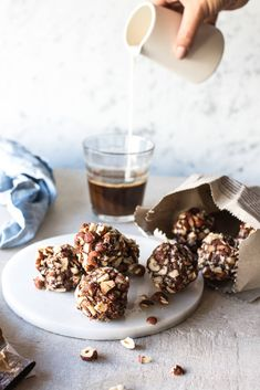 With hazelnut crunch & almonds! Recipe: Tiril Refsum Styling/photo: Line Dammen Order Cake, Bliss Balls, Breakfast Cake, Almonds, Oslo, Raw Food Recipes, Eat Cake, Acai Bowl, Smoothies