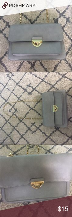 Dove Grey Purse Medium sized dove grey bag from Forever 21 has never been worn. Chain strap makes this purse perfect for day or night and can easily be dressed up or down. Forever 21 Bags Satchels
