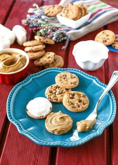Sandwiches don't get any tastier than this. Kids will look forward to this after-school treat! Sweet Recipes, Yummy Recipes, Cookie Recipes, Yummy Food, School Treats, School Snacks, Back To School Lunch Ideas, Brownie Bar, Cookie Bars