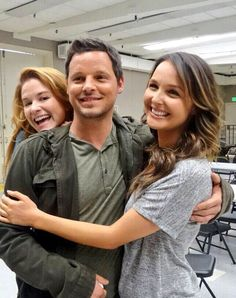 Sarah Drew Photobombs Justin Chambers and Camilla Luddington. LOVE all 3 of these guys :) Alex & Jo make a good couple :) Greys Anatomy April, Greys Anatomy Cast, Justin Chambers, Sarah Drew, Derek Shepherd, Alex And Jo, Grey's Anatomy Wallpaper, Little Dorrit, Camilla Luddington