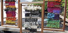 María Telares Ltda.Esta empresa se dedica a fomentar la artesanía local de la IX Región y la producción con técnicas de la zona –telar cuadrado y palillos– de telares, cojines, cuellos, cuadros y decoración con fieltro.  Elegido para Expolana: los cuadros decorativos de La Violeta, empresa que trabaja rescatando maderas nativas y lanas originarias de la zona. También los cojines tejidos con lanas de Pucón.  Cel 9089 0427 / mariatelares@gmail.com