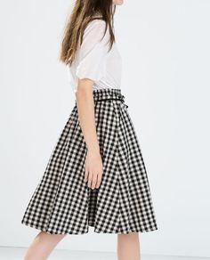 春も大活躍!大人女子も着やすい「白黒チェックスカート」コーデ | 4meee! (フォーミー)