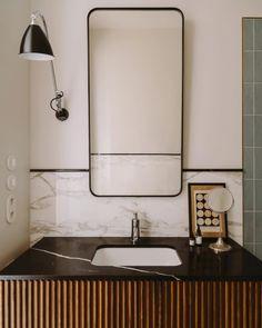hotel bathroom Stuck w black counters, I like this fix - h worthy: pionfotografia. Bathroom Interior Design, Home Interior, Modern Interior Design, Modern Decor, Interior Decorating, Modern Interiors, Beautiful Bathrooms, Modern Bathroom, Small Bathroom