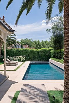 Designed by Aloha Pools, in collaboration with landscape designer Jack Merlo, this deliberately simple design features a rectangular pool and a spa at one end. The pool has been tiled in grey porcelain tiles, which give the water a deep blue-green hue