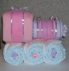 Diaper Cake -so cute!  I wish I knew someone who was having a baby!!!  ;)