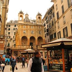Strolling around Genova old town is always a pleasure. This is Square Banchi one of our favorite piazza :-)