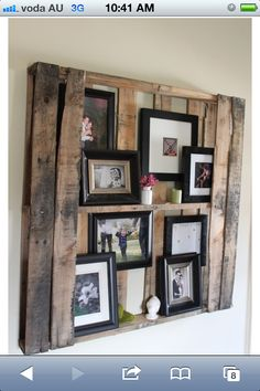 Old Pallets Ideas Pallet picture holder - DIY pallet furniture using wood pallets that had been around for decades as mechanisms for shipping.Pallet furniture ideas from crafters around the World! Display Family Photos, Display Pictures, Hang Pictures, Family Pictures, Hang Photos, Random Pictures, Canvas Pictures, Diy Casa, Pallet Crafts