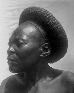 Uele, Aruwimi & Uele, Province Orientale, ca. African Tribes, African Braids, African Women, African Hairstyles, Afro Hairstyles, Protective Hairstyles, African Museum, Zulu Women, Viviane Sassen