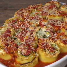 Delicious and easy vegetarian lasagna roll ups with zucchini, garlic and parsley. You'll love this simple, lighter twist on classic lasagna! Vegetarian Recipes For Beginners, Low Carb Vegetarian Recipes, Healthy Soup Recipes, Fast Recipes, Beginner Vegetarian, Vegetarian Soup, Tofu Recipes, Vegetarian Lasagna Roll Ups, Meat Lasagna