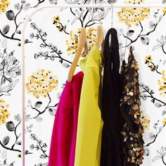Melissa nennt sich diese moderne Blumentapete in finnischem Design. Tanja Orsjoki hat diese Tapete für Vallila Interior entworfen.