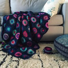 Squeezing out one more row and then it's border time! I have enjoyed every minute of working on this one. Thanks for trusting me with this beauty @patrina!  #patrinaafghan #bonnielikesyarn #crochet #sunburstgrannysquare by greenletterday