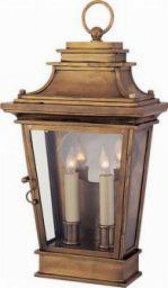 Exterior Wall Lantern in antique brass / Porte Lanterne en laiton antique : ,H181⁄2